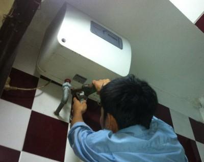 Sửa bình nóng lạnh ariston tại nhà ở kim liên giá rẻ